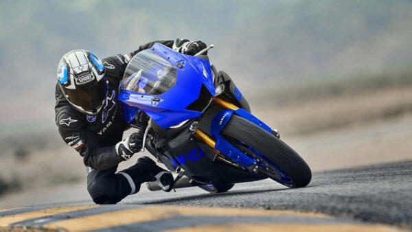 CocMotors-Yamaha–R6-outside